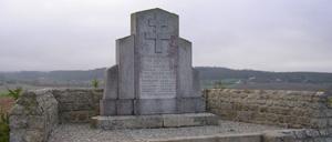 Champfleur, monument lettrine