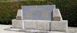 Commeaux, monument lettrine