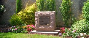 Cormelles-le-Royal, monument lettrine