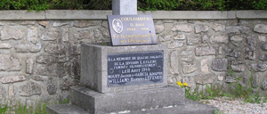 Coulombiers, monument lettrine