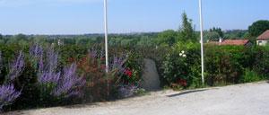 Fleury-sur-Orne, monument lettrine