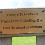 Merville-Franceville, plaque Ronald Jepp