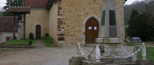 Saintrigomer-des-Bois, monument lettrine