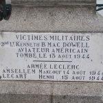 Boucé, plaque Lt Mac Dowell et soldats 2e DB