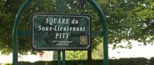 Carrouges, monument lettrine