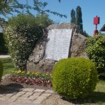 Le Bourg-Saint-Léonard, stèle de la Libération