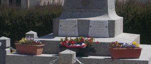 Lonlay-le-Tesson, monument lettrine