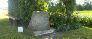 Aubry-en-Exmes, monument lettrine