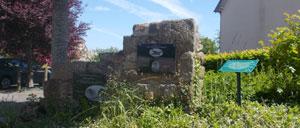 Rânes, monument lettrine