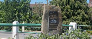 Vieux-Pont, monument lettrine