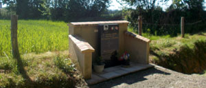 Ceaucé, monument lettrine