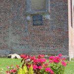 Avernes-Saint-Gourgon, plaque Flight Lieutenant Robert Sutherland