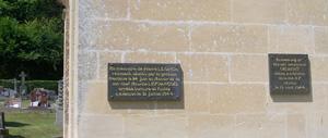Guerquesalles, monument lettrine