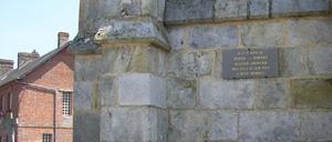 Le Bosc-Renoult, monument lettrine