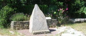 Le Vast, monument lettrine