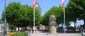Sainte-Mère-Église, monument lettrine