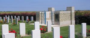 Secqueville-en-Bessin, cimetière lettrine