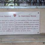Caen, plaque Monseigneur des Hameaux
