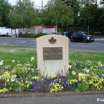 Caen, stèle régiments canadiens