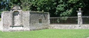 Coigny, monument lettrine