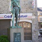 Bricquebec, statue du général d'Empire Le Marois