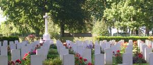 Cambes-en-Plaine, cimetière lettrine