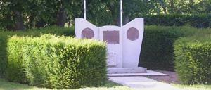 Cambes-en-Plaine, monument lettrine