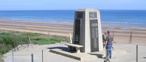 Colleville-sur-Mer, monument lettrine