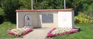 Tour-en-Bessin, monument lettrine