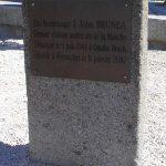 Avranches, stèle John Brunea