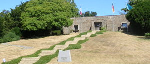 Huisnes-sur-Mer, cimetière lettrine