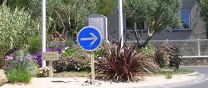 Jullouville, monument lettrine