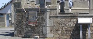 Landelles-et-Coupigny, monument lettrine