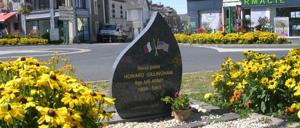 Le Molay-Littry, monument lettrine