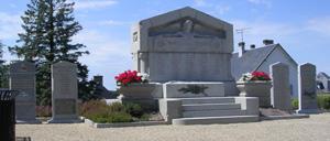 Saint-Sever-Calvados, monument lettrine