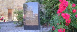 Servon, monument lettrine