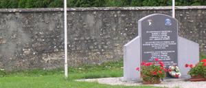 Angoville-au-Plain, monument lettrine