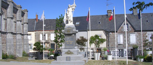 Bréhal, monument lettrine