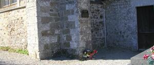 Regnéville-sur-Mer, monument lettrine