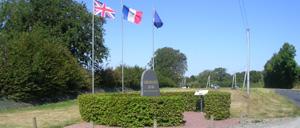 Quettreville-sur-Sienne, monument lettrine