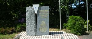 Saint-Clair-sur-l'Elle, monument lettrine