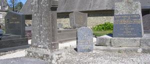 Folligny, monument lettrine