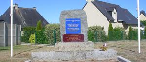 Pontorson, monument lettrine