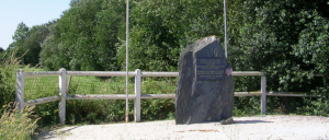 Cricqueville-en-Bessin, monument lettrine