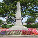 Courseulles-sur-Mer, plaques la Combattante et général Leclerc