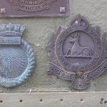 Courseulles-sur-Mer, plaques HMCS Sioux & The North Shore New Brunswick