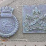 Courseulles-sur-Mer, plaques HMCS Algonquin & Régiment de la Chaudière