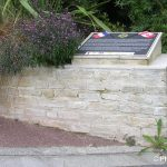 Saint-Aubin-sur-Mer, stèle North Shore Regiment