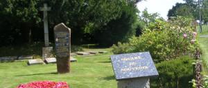 Sainte-Honorine-la-Chardonne, monument lettrine